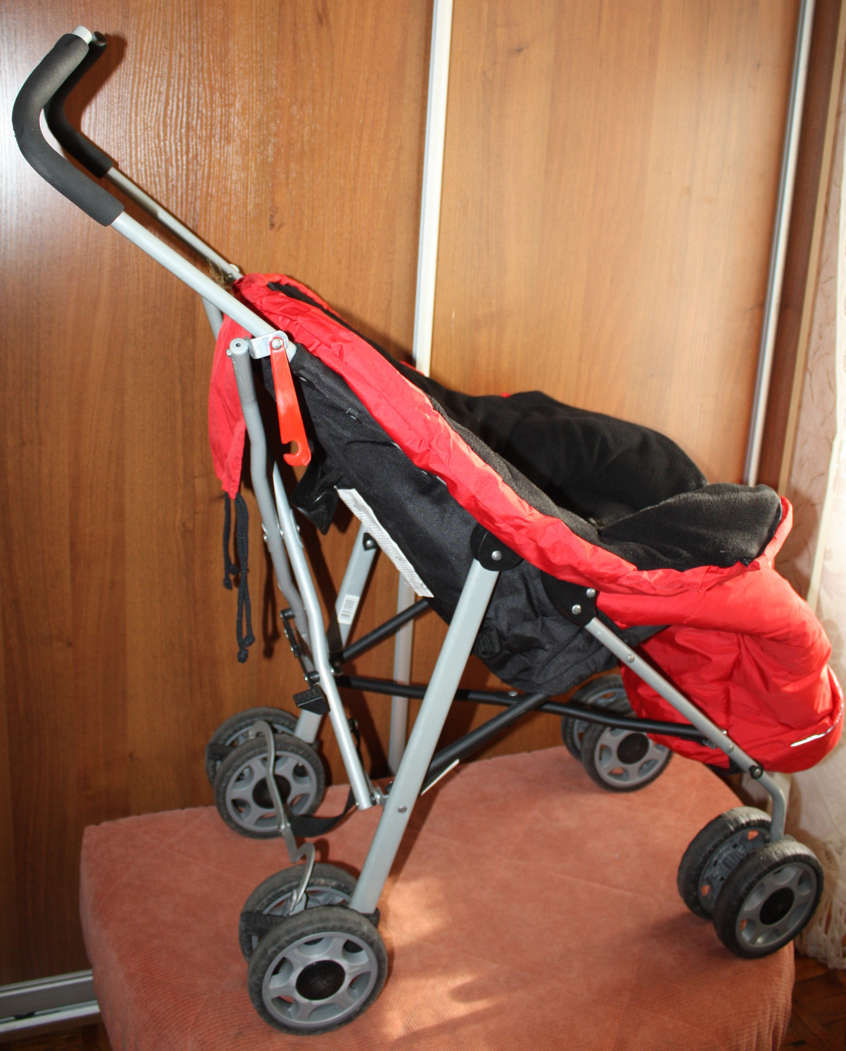 Отдам коляску детскую