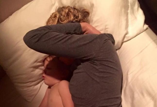 Мать заставила брата трахнуть сестру порно