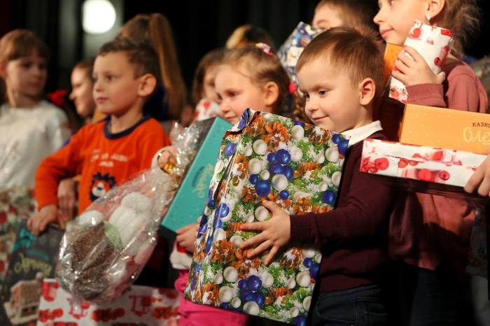 Christmas for the children from the war zone. Day 6: Mariupol